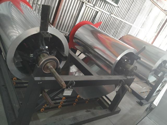 Giá đỡ cuộn tôn trong dây chuyền sản xuất ống gió tự động