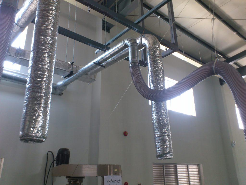 Ống gió tròn xoắn được lắp đặt trong nhà máy sơn