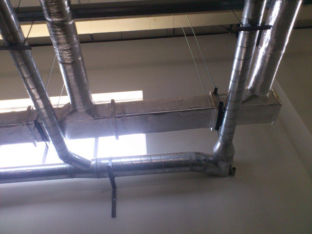 Hệ thống ống gió tròn trong nhà máy sơn