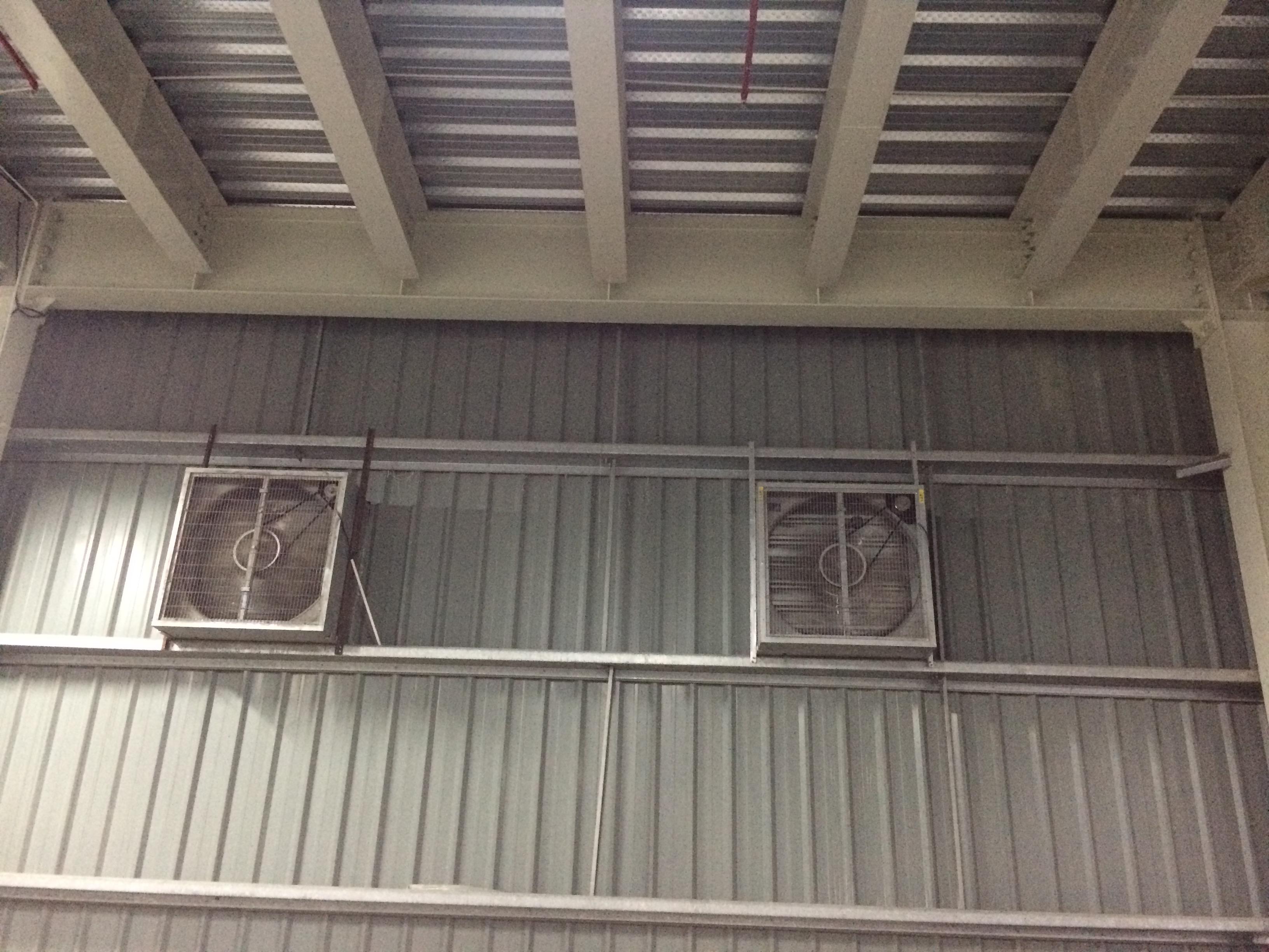 Quạt thông gió được lắp đặt tại các nhà xưởng