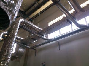 Ống gió tròn Inox được lắp đặt trong nhà máy sơn