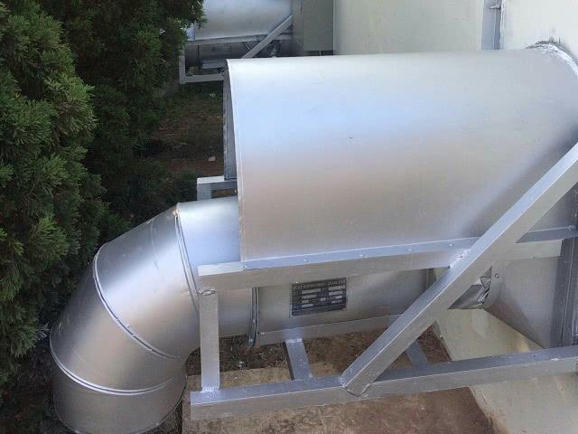 Ống gió Inox lắp đặt trong hút khí phòng hóa chất