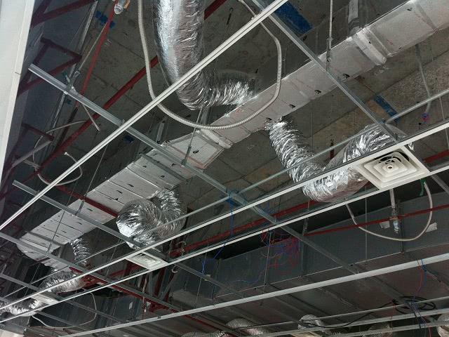 Lắp đặt hệ thống đường ống gió mềm
