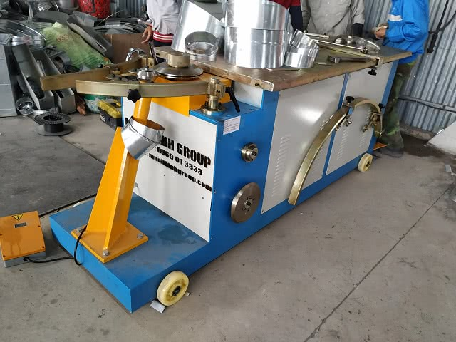 Máy sản xuất phụ kiện cút tròn