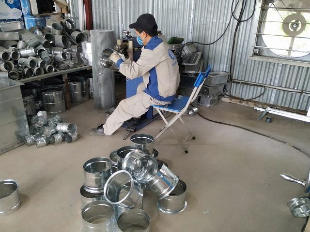 Hoạt động sản xuất phụ kiện ống gió